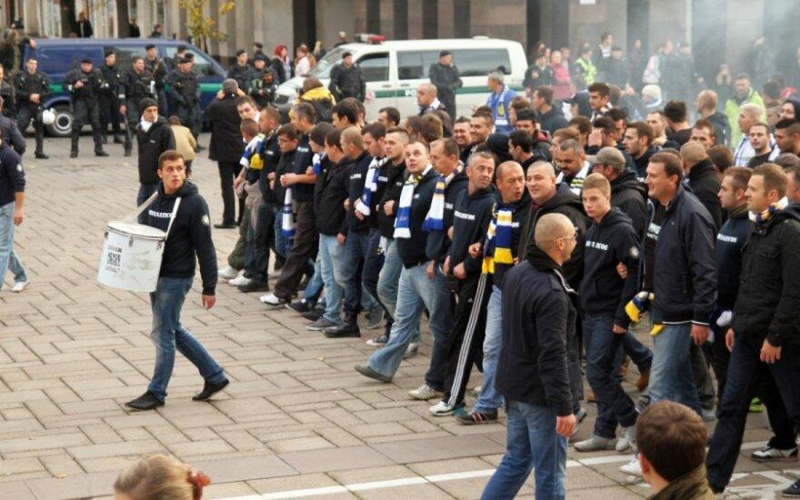 Tūkstantinė bosnių sirgalių armija Kaune pradėjo žygį link stadiono