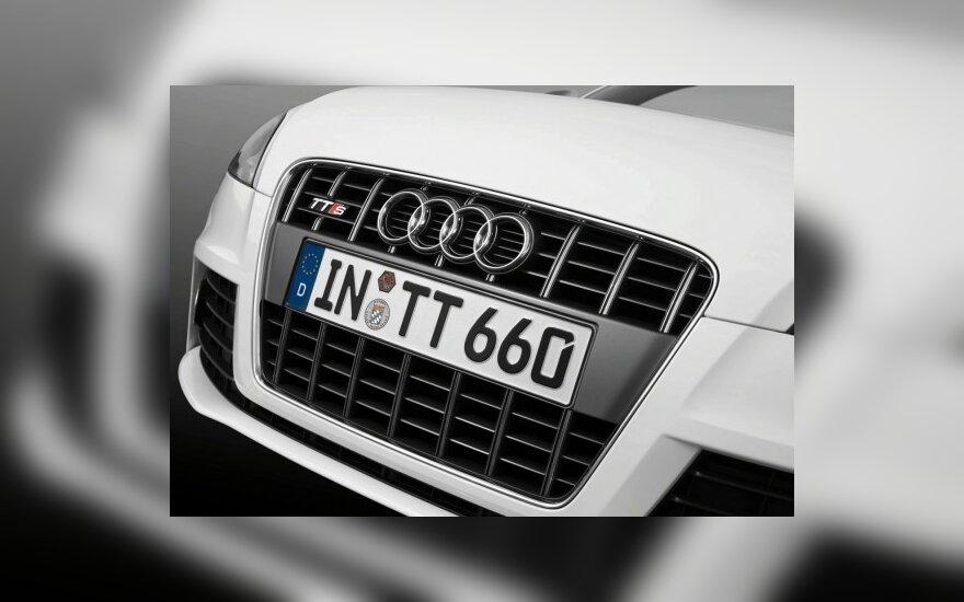 """Sukurtas savarankiškai važiuojantis lenktyninis """"Audi TT-S"""""""