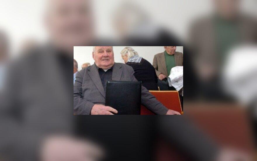 """Knygos """"Durnių laivas"""" autorius Vytautas Petkevičius."""
