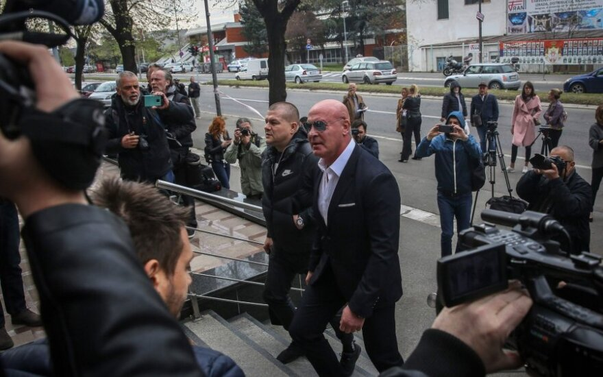 Žurnalisto nužudymu kaltinamas Ratko Romičius atvedamas į teismą Belgradde
