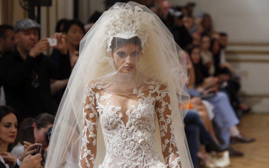 Elegantiški Paryžiaus mados savaitės pasiūlymai nuotakoms
