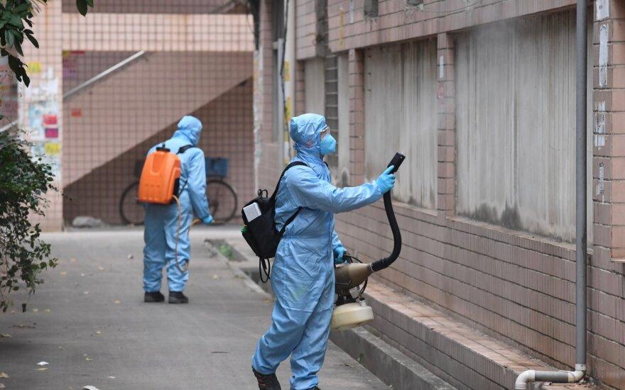 Kinijoje per parą nuo koronaviruso mirė 30 žmonių, naujų užsikrėtimų skaičius auga