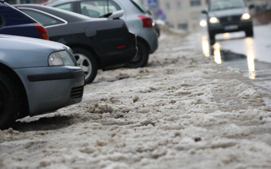 Lietuvos banką papiktino kai kurios automobilių draudimo kainos