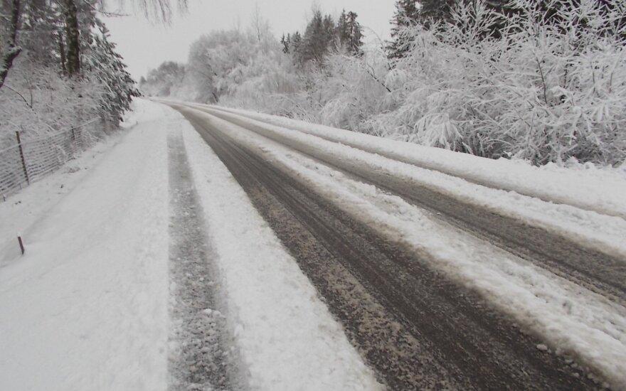 Kelininkai įspėja dėl keliuose susiformavusio plikledžio ir sniego provėžų