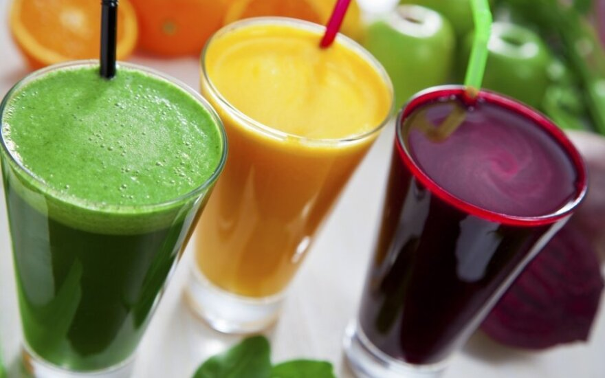 Ar tikrai sveika gerti šviežiai spaustas sultis?