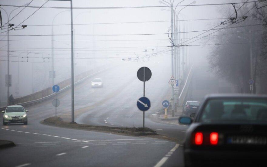 Važiuojant per rūką būtina įtempti ir ausis