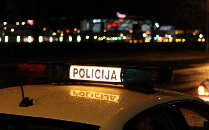 Iš Prancūzijos į Plungę grįžęs ir karščiuoti ėmęs vyras į ligoninę išvežtas po policijos šturmo: bandė gintis peiliu