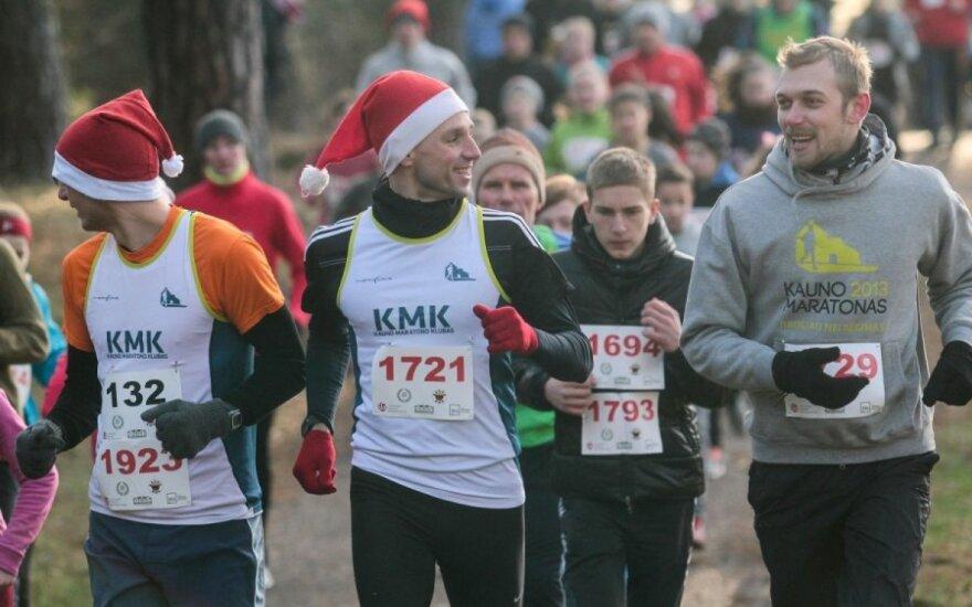 Kaune – šimtai kalėdinių bėgikų