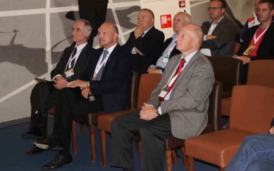 Romualdas Bakutis - Lietuvos dviračių sporto federacijos prezidentas (antras iš kairės)