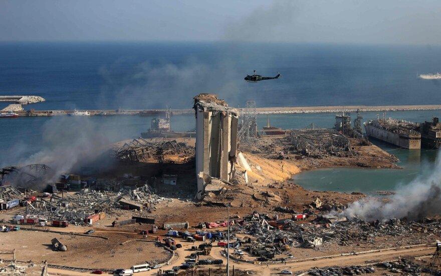 Gelbėtojai tikisi po griuvėsiais rasti per sprogimą Beirute išgyvenusių žmonių