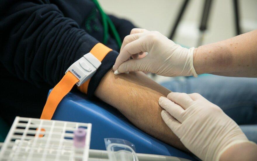 Prieš pusmetį sirgęs koronavirusu, šią savaitę vilnietis atliko kraujo tyrimą: rezultatai nustebino