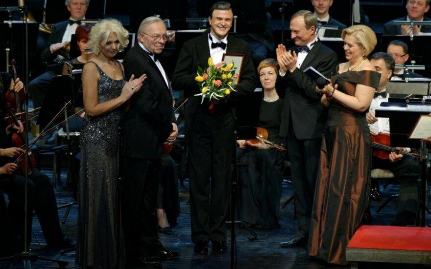 Tomui Pavilioniui teikiamas Operos vilties apdovanojimas,M.Aleksos nuotr.