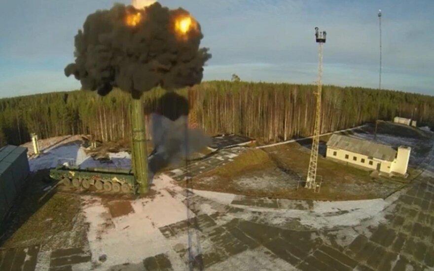 """Rusija sėkmingai išbandė tarpžemyninę balistinę raketą """"Topol"""""""