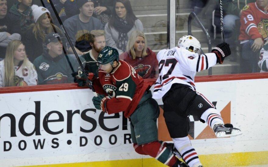 """Jasonas Pominville'is (""""Wild"""", kairėje) kovoja su  Johnny Oduya"""