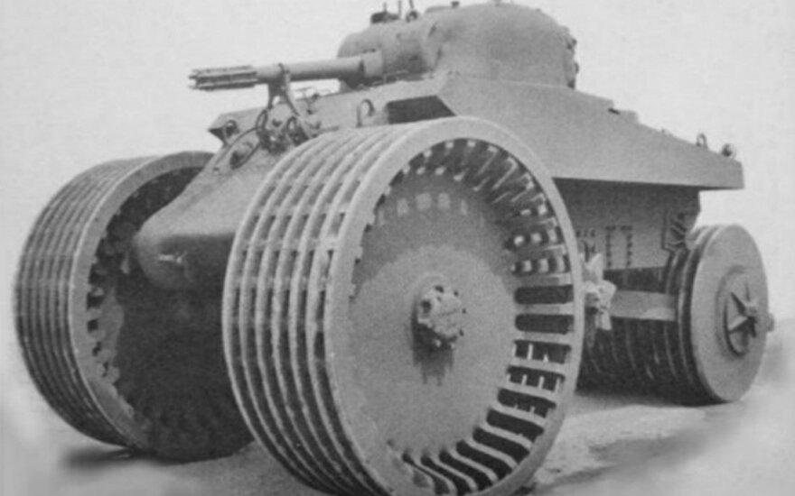 """M4 Sherman T10"" triratis tankas. Wikipedia.com nuotr."