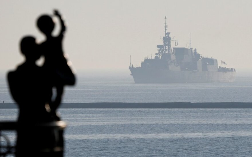 "Kanados ""Halifax"" klasės fregata ""HMCS Toronto"" plaukia pro Odesos uostą"