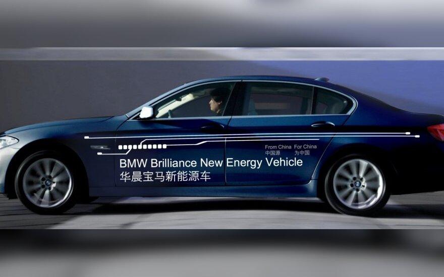 BMW 5 serijos elektra įkraunamas hibridas