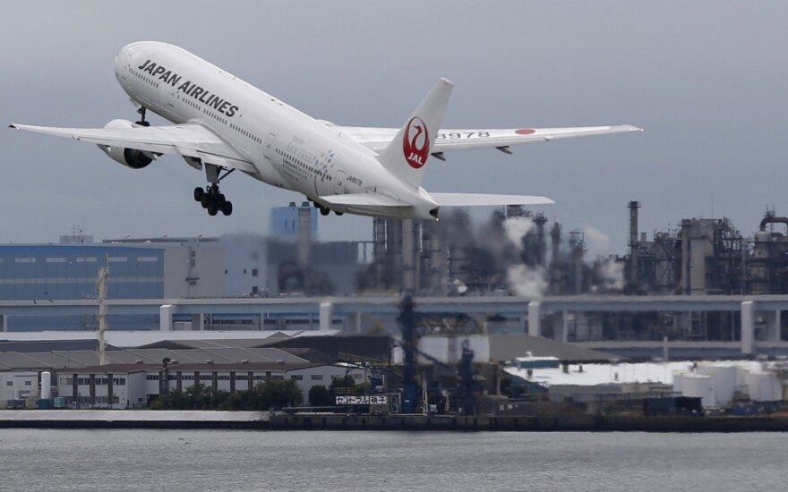 Japonijos oro linijų lėktuvas kyla nuo Haneda oro uosto