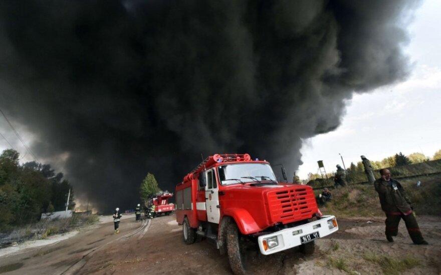 Ukrainoje kilusio didelio gaisro degalų saugykloje priežastis galėjo būti padegimas