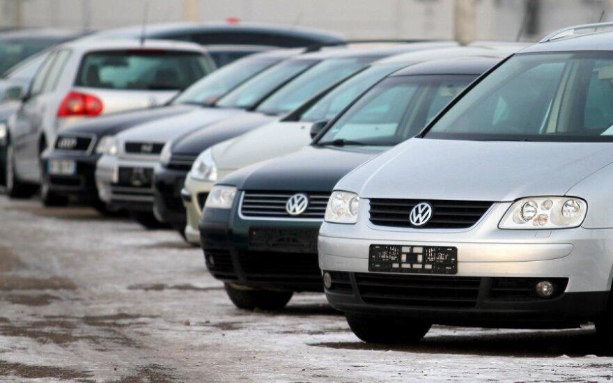 Automobilių turguose krenta kainos