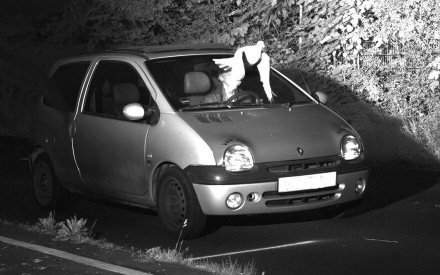 """Greitį viršijusį vairuotoją nuo baudos išgelbėjo """"ženklas iš dangaus"""""""