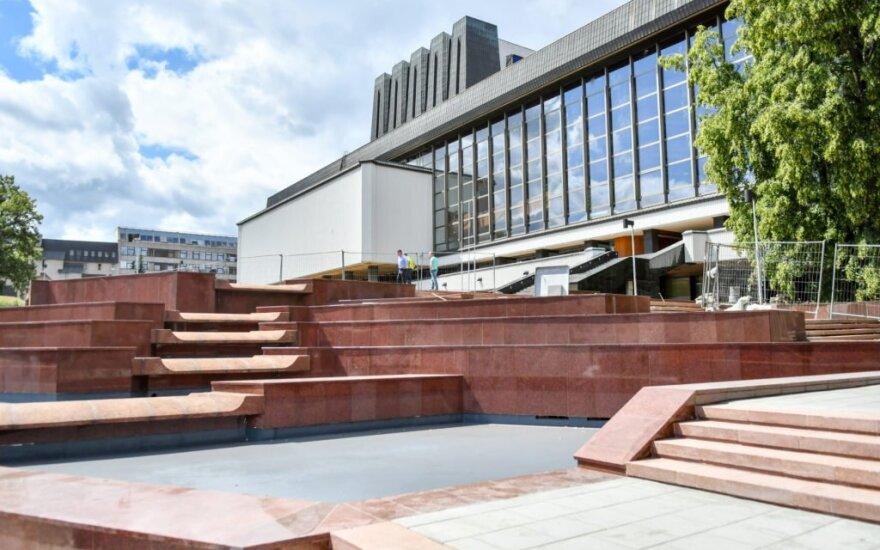 Fontanas prie Operos ir baleto teatro // Dainiaus Labučio (ELTA) nuotr.