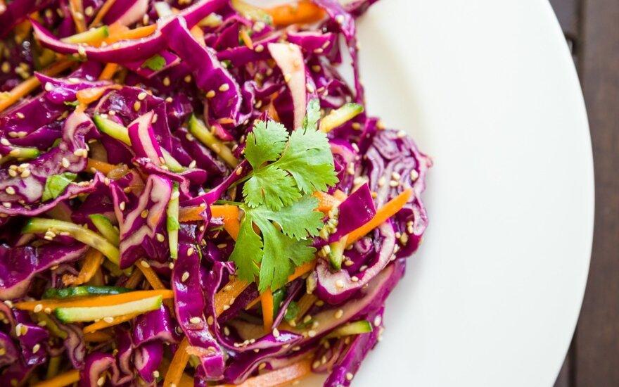 Pikantiškos kopūstų salotos