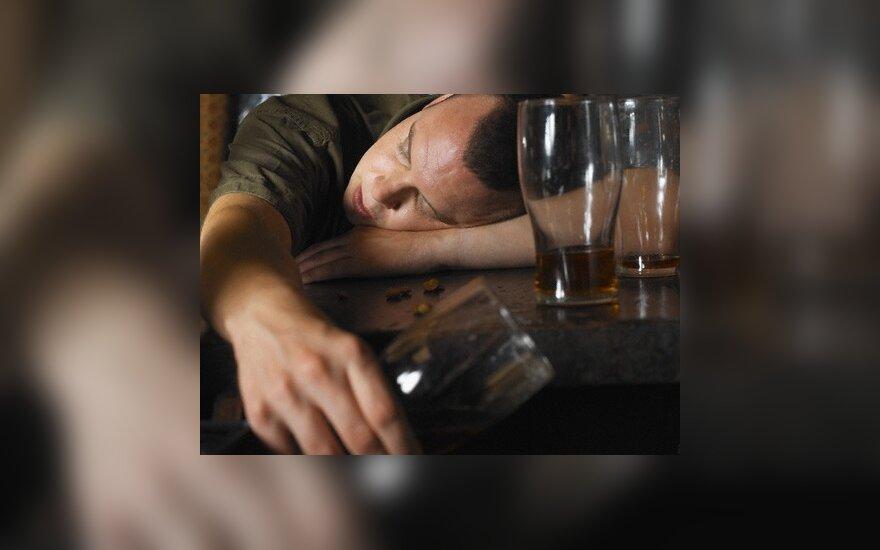 Kauno apskrityje vyrai dažniausiai apsinuodijo alkoholiu, moterys – medikamentais
