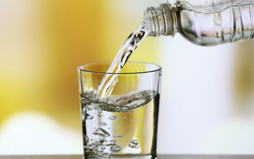 Dieną pradėkite nuo stiklinės vandens: naudą pastebėsite netrukus