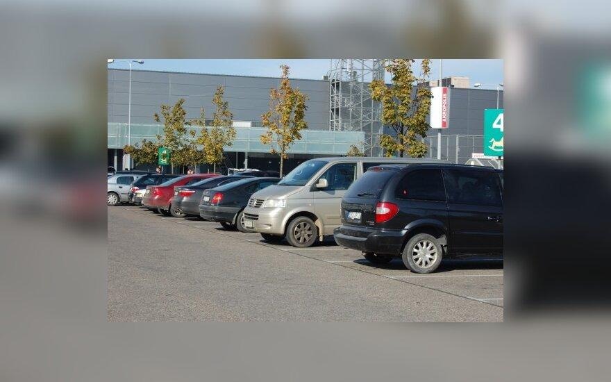 Lietuviams lengviau manevruoti atvirose automobilių stovėjimo aikštelėse