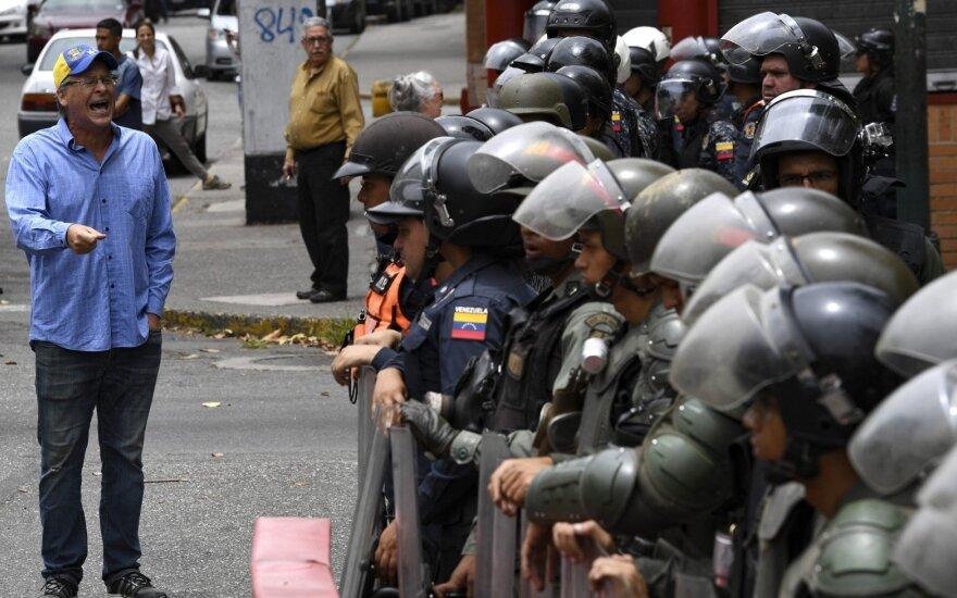Venesuela teis nesėkmingą sukilimą parėmusius įstatymų leidėjus