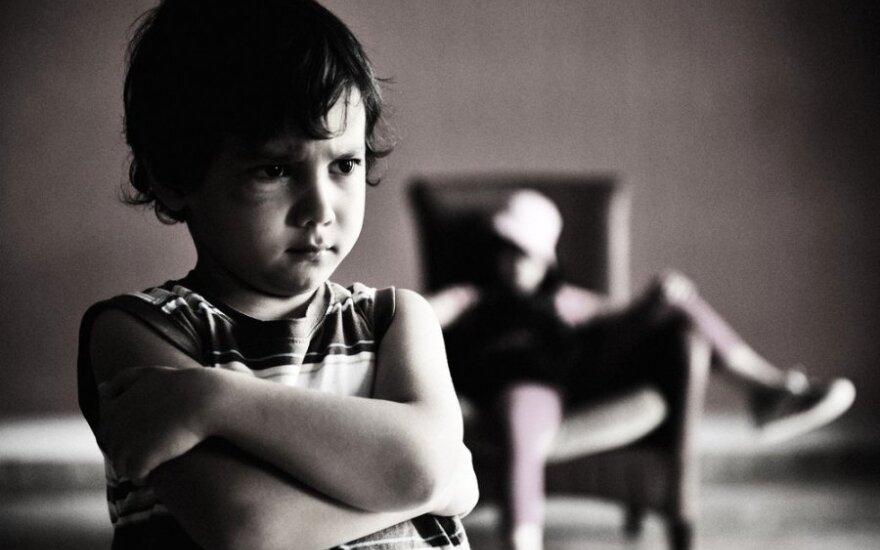 Vaikas, berniukas, pyktis, liūdesys,brolis