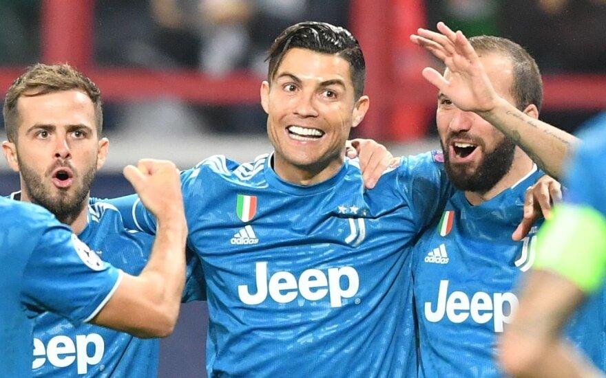 """Komandos draugas atėmė įvartį iš Ronaldo, bet """"Juventus"""" ir """"Bayern"""" – jau aštuntfinalyje"""