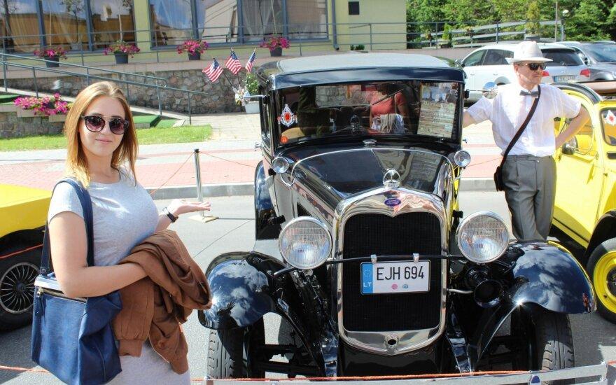 Senoviniai automobiliai Jūros šventėje