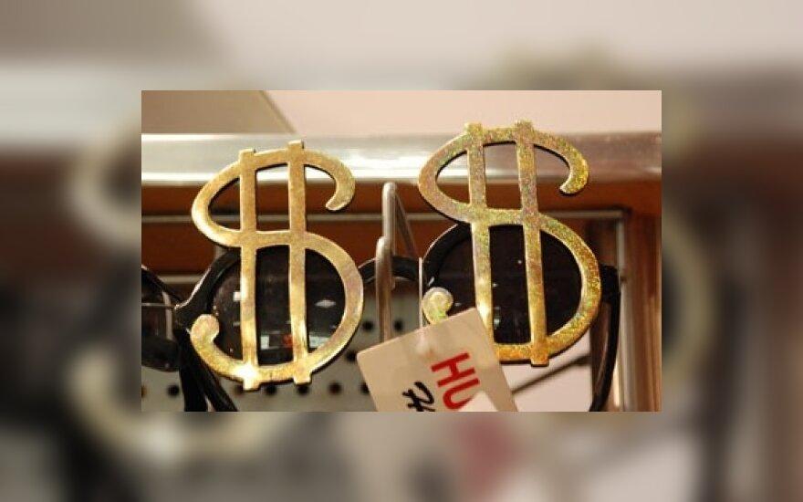 Nenorint investuotojams rizikuoti doleris ir jena kyla
