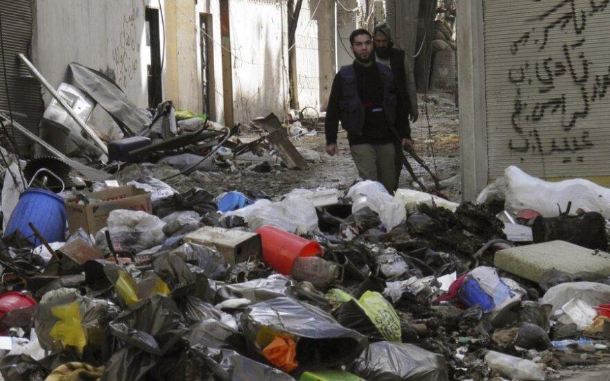 Į Sirijos Homso miestą vėl gabenamos maisto atsargos, evakuojami gyventojai