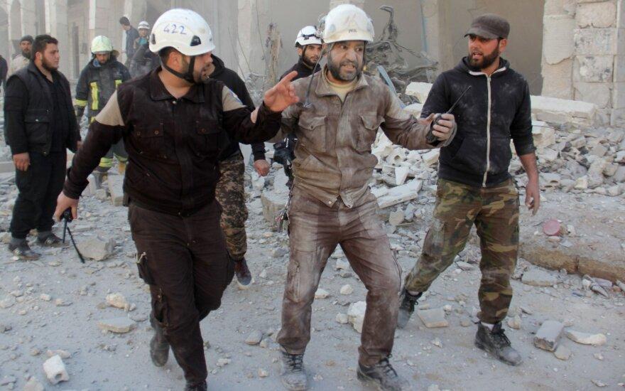 """JAV įšaldė finansinę paramą Sirijos organizacijai """"Baltieji šalmai"""""""