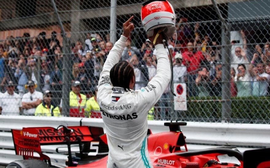 Lewisas Hamiltonas pergalę skyrė Niki Lauda