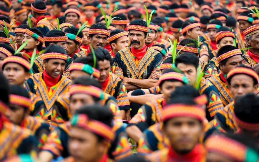 Indonezijoje per 10 000 vyrų šoko ir dainavo propaguodami vienybę