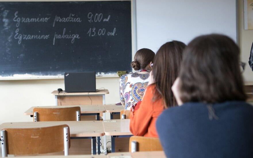 Skelbiami brandos egzaminų rezultatai: ryškiausiai spindi anglų kalbos gebėjimai, matematikos neišlaikė beveik trečdalis