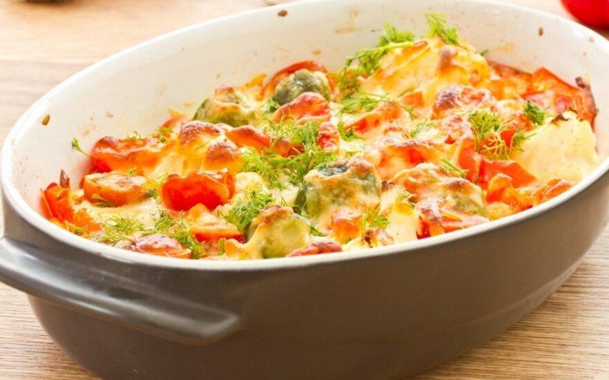 Daržovių užkepėlė su sūrio pluta