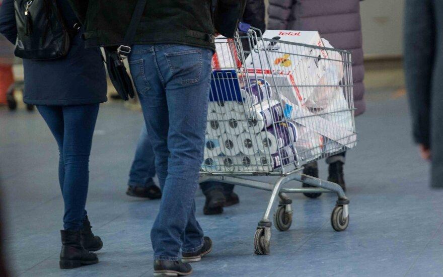 Palygino kainas Lietuvos prekybos centruose ir skelbia netikėtus rezultatus