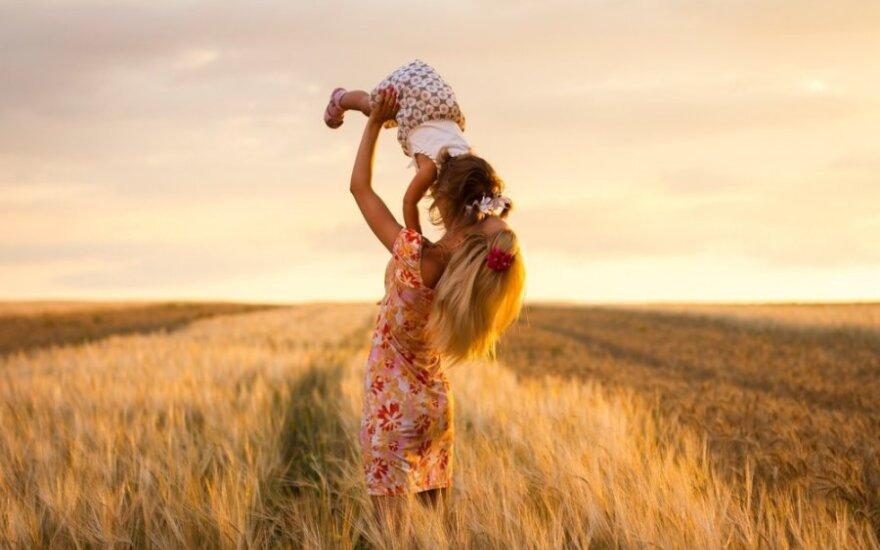 """Konkursui """"Prasitęsk savo atostogas"""": motinystės atostogos su šypsenomis ir kantrybės pamokomis"""