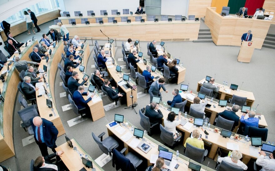 Seimas takes another step to setting ceiling on social security contributions