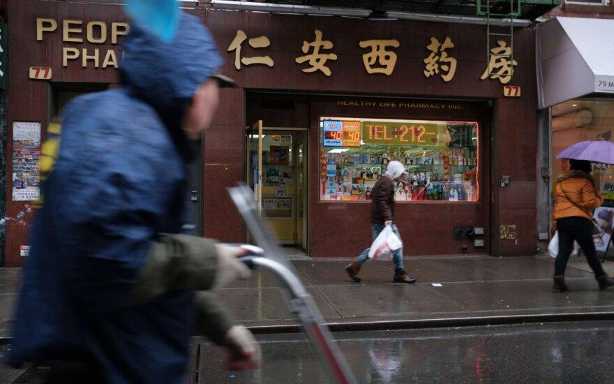 Infliacija Kinijoje vasarį sulėtėjo iki 5,2 proc., gamintojų kainos vėl pradėjo kristi