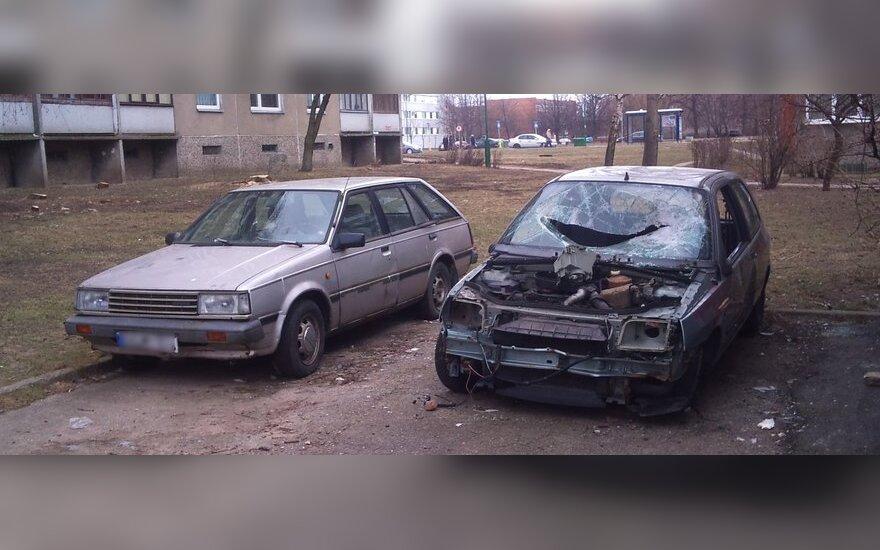 Apleisti automobiliai