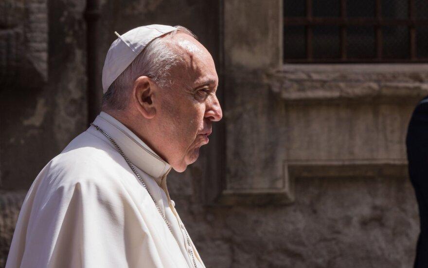Prancūzija teis lytiniu užpuolimu kaltinamą buvusį popiežiaus pasiuntinį