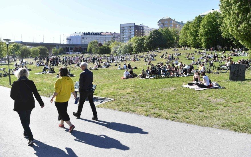 Karantino neįvedusioje Švedijoje dabar – griežtesni reikalavimai nei daugelyje šalių