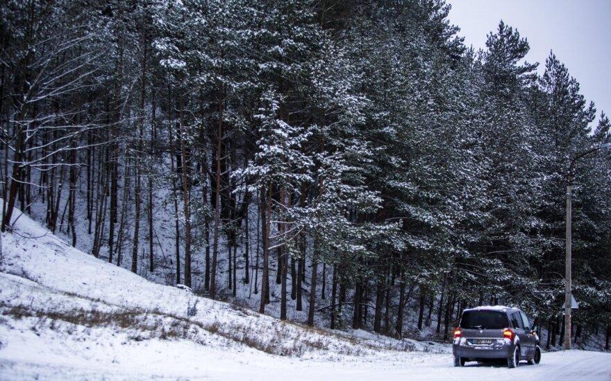 Iškritus sniegui fiksuojama bent pusantro karto daugiau avarijų