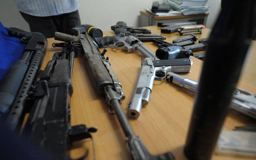Seimas spręs dėl galimybės šauliams namuose laikyti pusiau automatinius ginklus